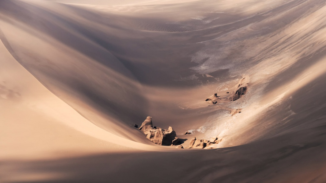 barahouei_aaref_the-magnificent-Lut-desert-4-1